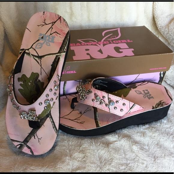 205059fdd97687 Realtree Girl Camo   Bling Flip Flops. M 5aee64d63800c542e5ac5ba9